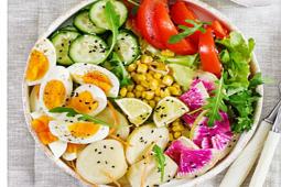 Ensalada de verduras y huevo