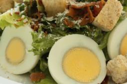 Ensalada de huevo duro